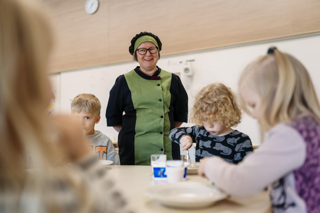 Pirkanmaan Voimia_Haukiluoman päiväkodin Sammakot välipalalla_Kuvaaja Jukka Salminen